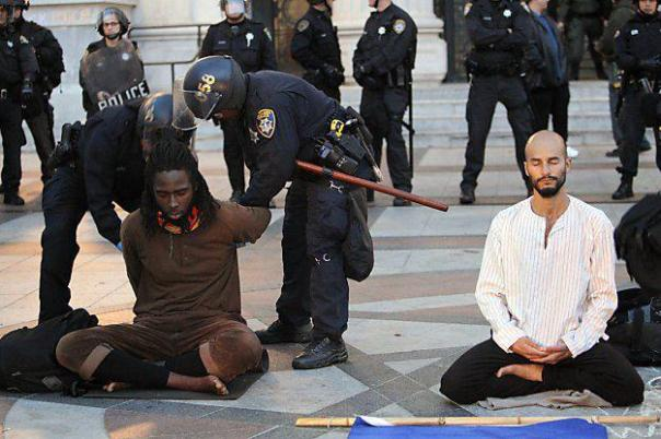 oakland-cops-arrest-meditating-protestors